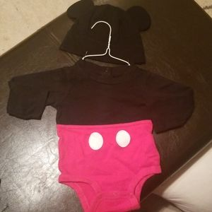 Mickey mouse onesie and hat 12-18m